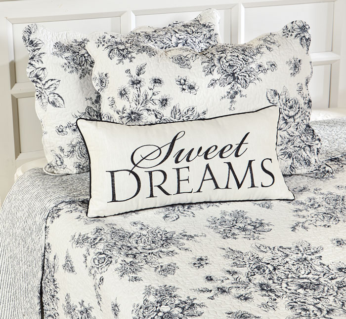 9672: Black and White Floral Queen Quilt and Shams (Product Detail)