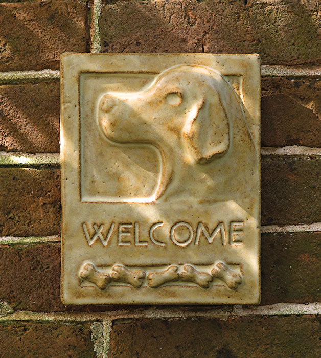 2647: Welcome Sign with Dog (Product Detail)