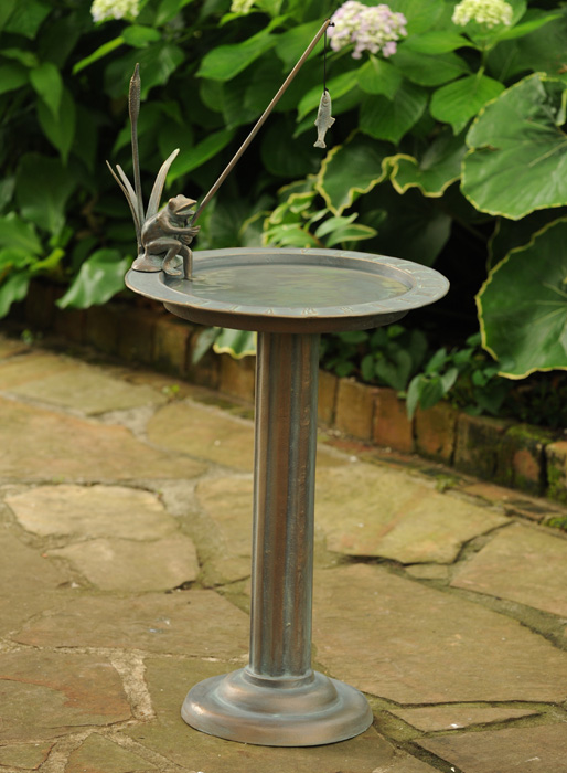 6005: Frog with Fish Birdbath/Sundial (Product Detail)
